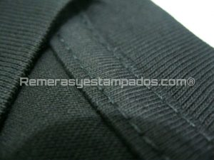Remera Negra Cuello V Zoom Tirillera remerasyestampados.com